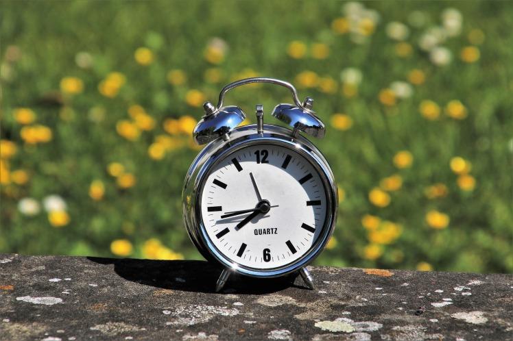 daylight-saving-time-3382879_1920